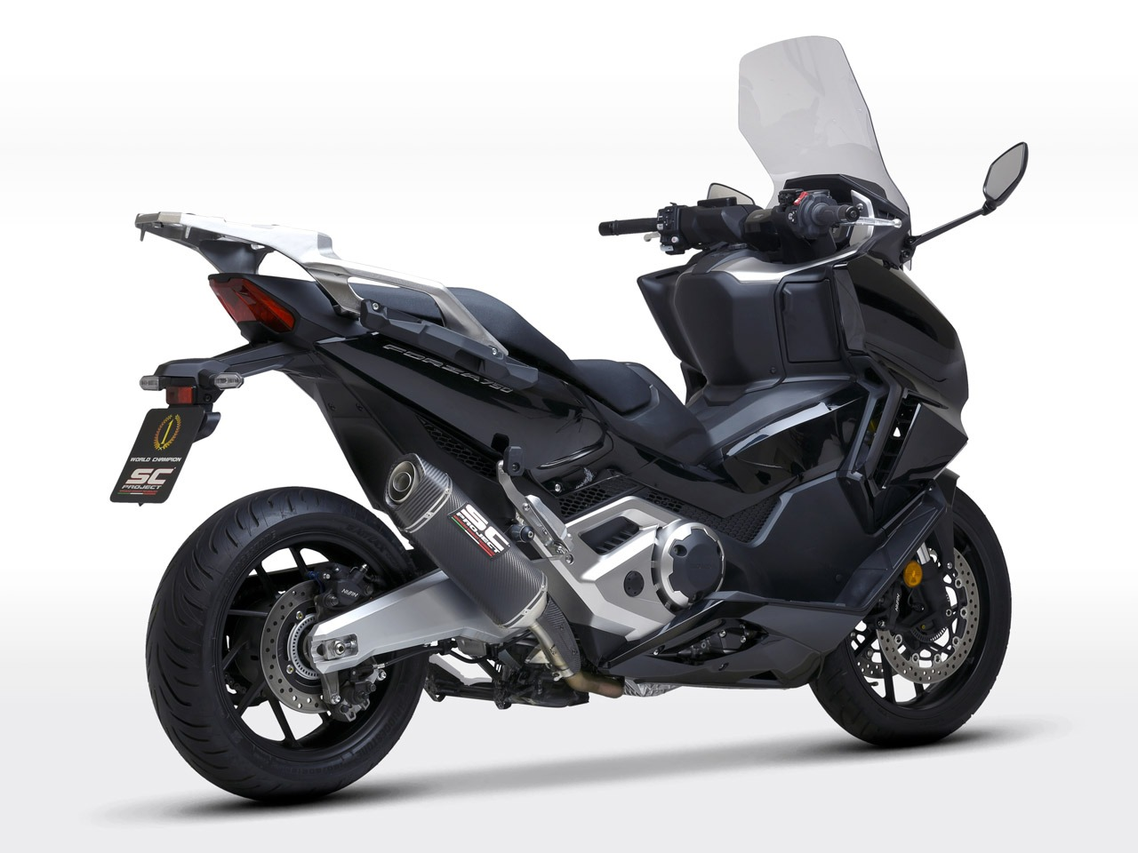 Honda_Forza750_my2021_SC1S-Carbonio_3-4Posteriore_1280x960px_web-partnership